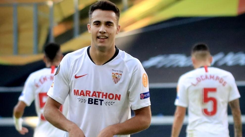 Sergio Reguilón celebra un gol con el Sevilla, su último club.