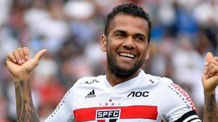 Dani Alves celebra un gol en el Sao Paulo