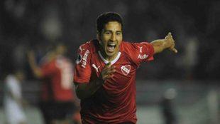 Cecilio Domínguez celebra un gol en Independiente