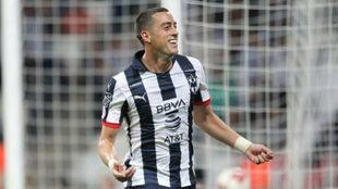 Rogelio Funes Mori celebrando uno de sus goles con los...