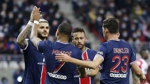 Icardi, Mbappé, Neymar y Draxler, celebrando uno de los goles del PSG...