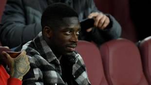 Dembélé, en la grada en el Camp Nou viendo un partido del Barcelona