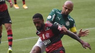 Una acción del duelo entre Flamengo y Palmeiras