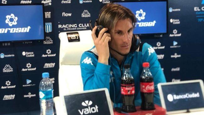 Sebastián Beccacece, técnico de Racing en plena conferencia.
