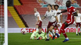Mané empató el partido al recoger un rechace de Leno a tiro de Salah...