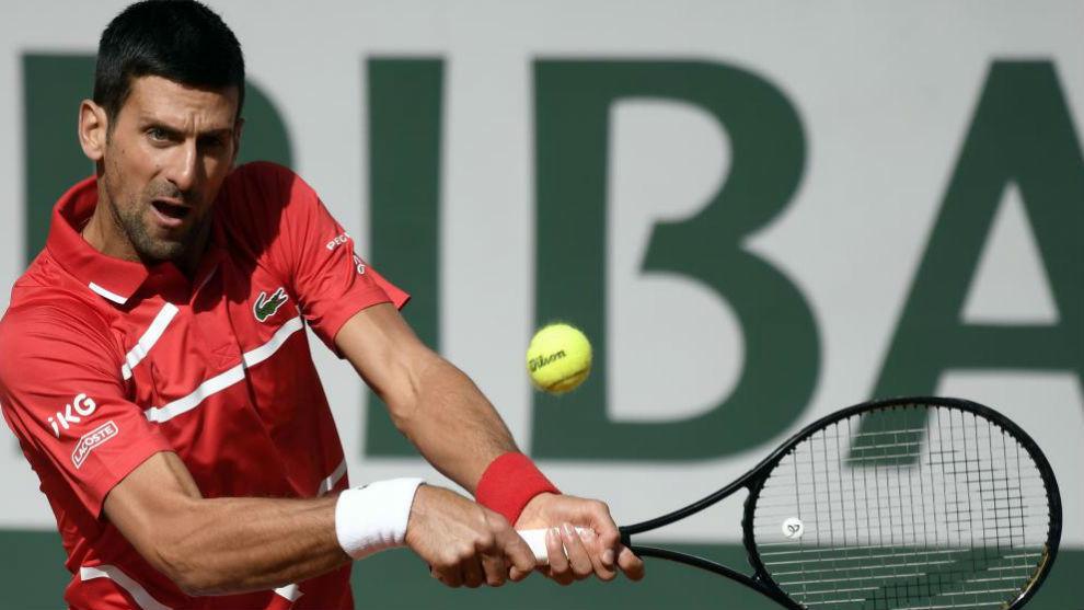 Djokovic avanza sin complicaciones a la tercera ronda