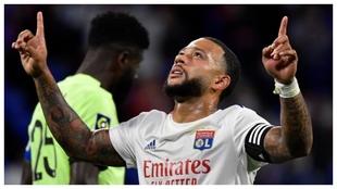 Memphis Depay celebra un gol con el Lyon.