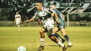 Tiago Palacios en un encuentro con Platense