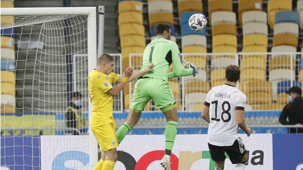 Así fue el error de Bushchan  que propició el gol de Goretzka.