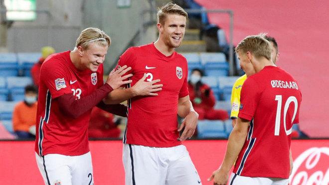 Haaland y Odegaard celebran uno de los tres goles del delantero.