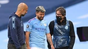 El Kun Agüero se retira lesionado en un partido del City