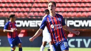 Agustín Hausch celebra el segundo gol del amistoso de San Lorenzo...