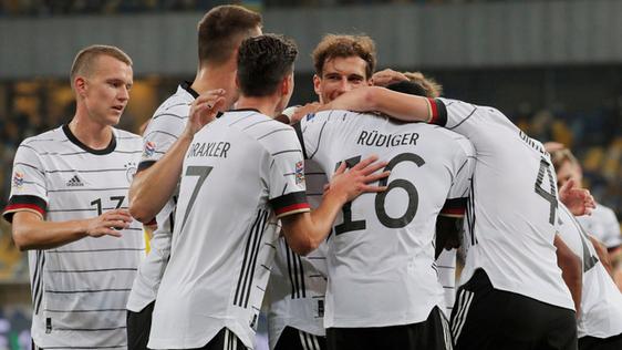 Alemania salvó los muebles en un partido trepidante.