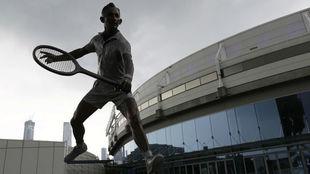 Una estatua de Rod Laver, en los alrededores de la pista australiana.