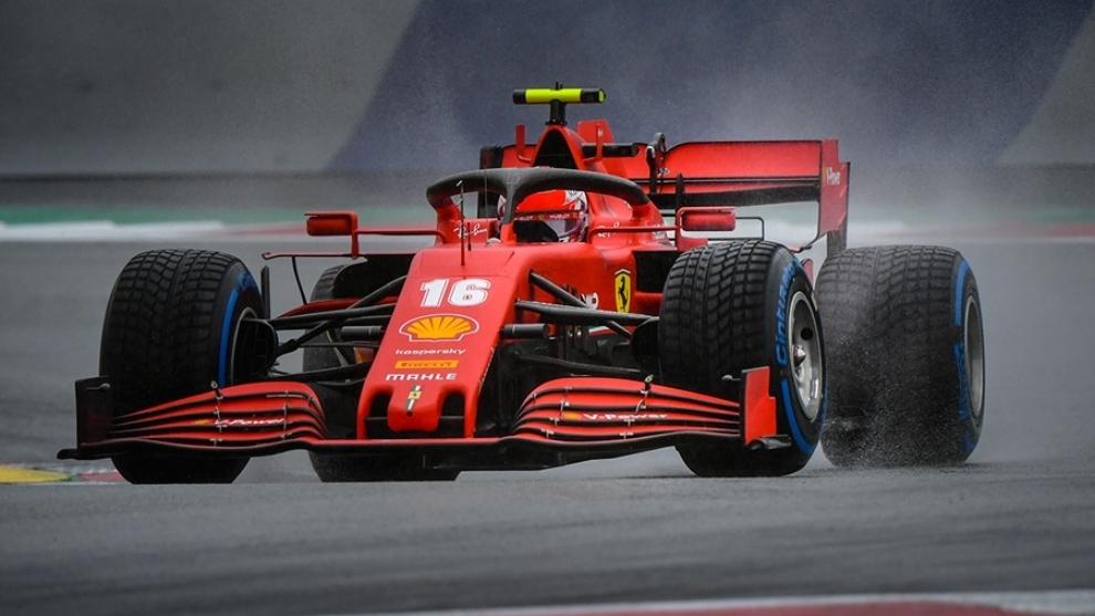 Charles Leclerc, con el Ferrari en un Gran Premio de esta temporada.