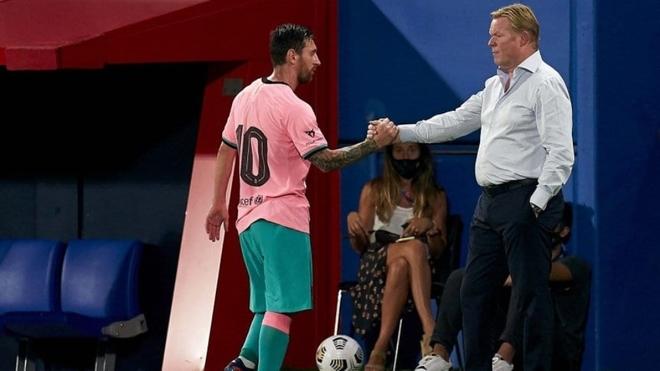 Leo Messi y Ronald Koeman en un partido del Barcelona