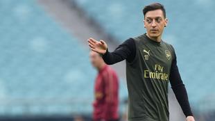 Mesut Özil en una sesión de entrenamiento con el Arsenal.