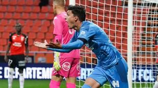 Leo Balerdi celebra el gol ante Lorient.