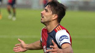 Gio Simeone celebra su gol al Crotone y ya suma cuatro.