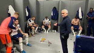 Mourinho en el vestuario del Tottenham.