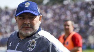 Diego Maradona, aislado.