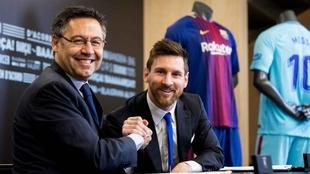 Josep María Bartomeu y Lionel Messi