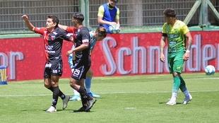 Pulga Rodríguez celebra su gol ante Defensa y Justicia