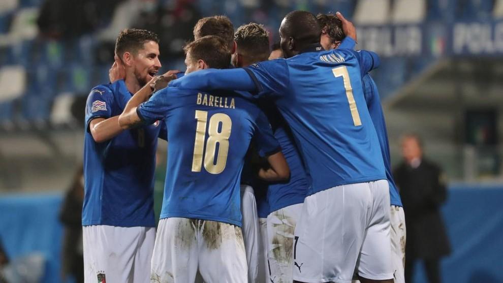Los jugadores italianos celebran uno de sus goles.
