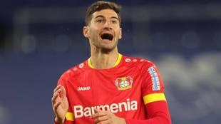 Lucas Alario en un partido del Bayer Leverkusen