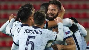 Giroud celebra el gol del triunfo del Chelsea ante el Rennes
