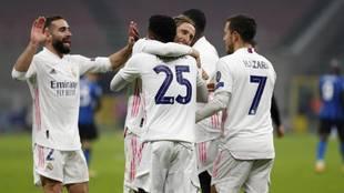 Los jugadores del Real Madrid celebran el segundo gol al Inter