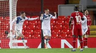 Ilicic celebra su gol al Liverpool en Anfield