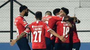 Independiente goleó en el duelo de ida de los Octavos de Final de la...