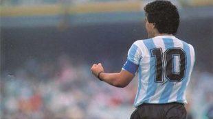 Diego Maradona y la 10 de Argentina.