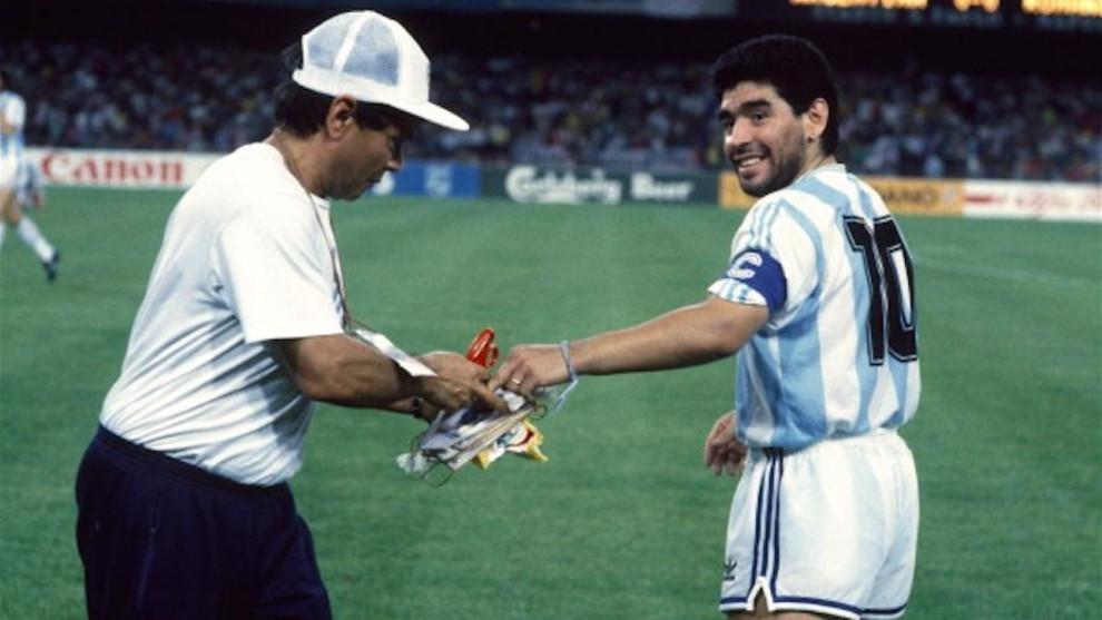 Galíndez con Maradona antes de un partido de Argentina