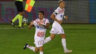 Garro celebra su gol.