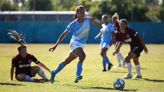 Mara Gómez se convirtió en la primera futbolista trans en jugar en Primera de AFA