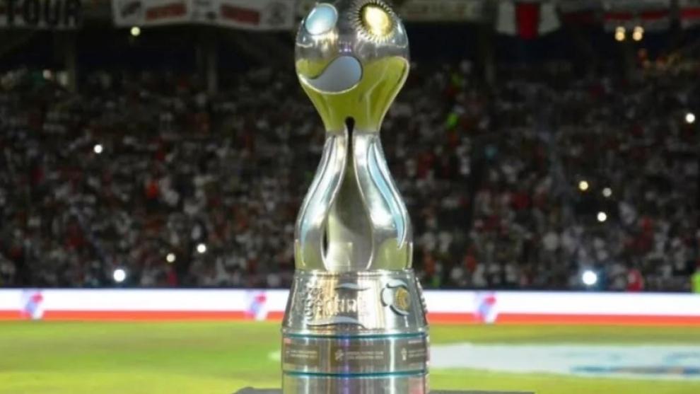 El trofeo de la Copa Argentina.