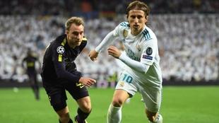 Eriksen enfrenta a Modric en un Inter-Real Madrid.