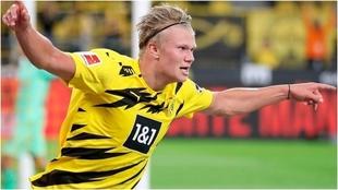 Haaland festeja un gol con el Dortmund.