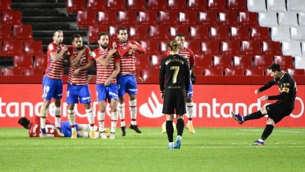 Messi marca de libre directo ante el Granada