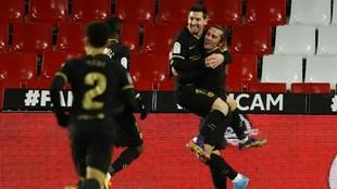 Messi celebra uno de sus goles ante el Granada