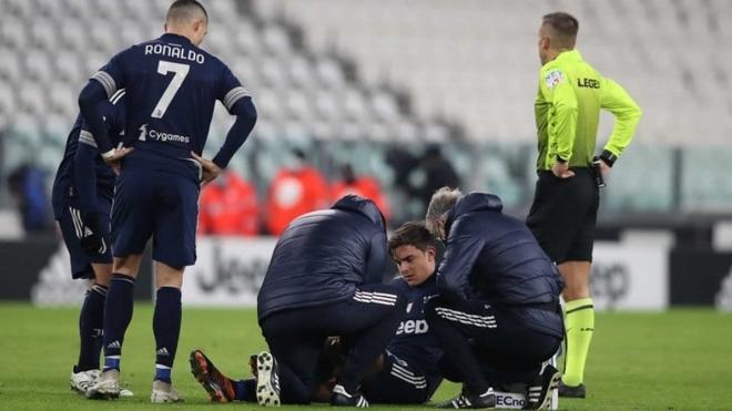 Paulo Dybala se retiró lesionado en el Juventus vs Sassuolo