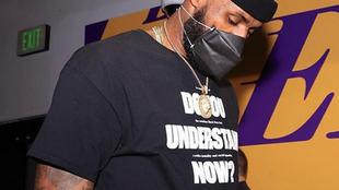 LeBron James con su mascarilla de protección