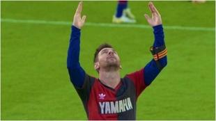 Messi homenajea a Maradona con la camiseta de Newell's.
