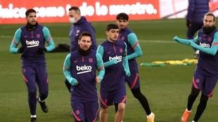 Messi y varios compañeros en la sesión del martes en Córdoba.