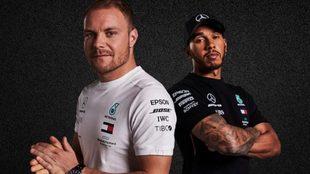 Bottas y Hamilton, posan para la foto.