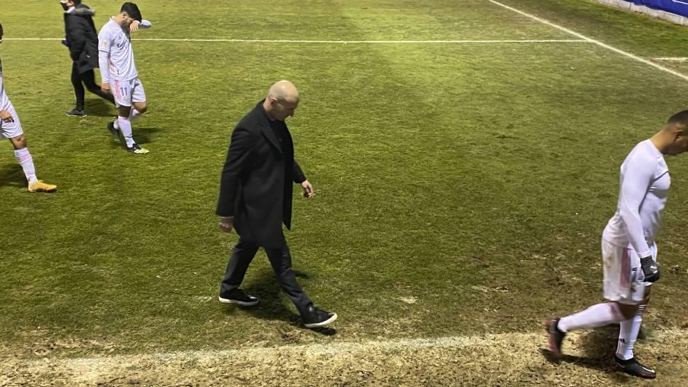 Zidane se marcha hundido tras la eliminación ante el Alcoyano en Copa