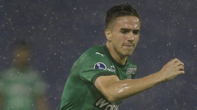 Palavecino, en un partido con la camiseta verde del Deportivo Cali.