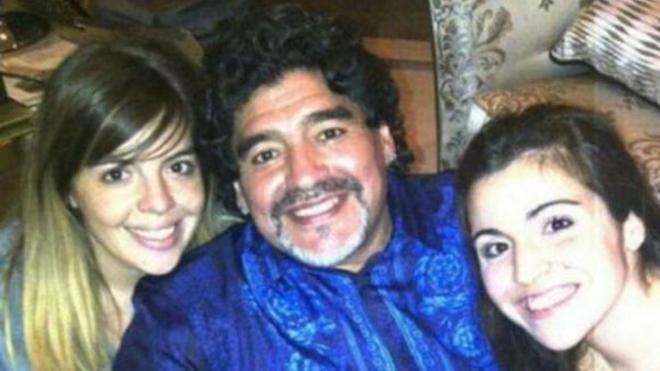 Maradona y sus dos hijas: Dalma y Giannina.